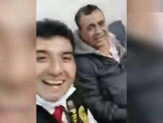 TONY ROSADO CANTA EN COMISARIA JUNTO A POLICIA